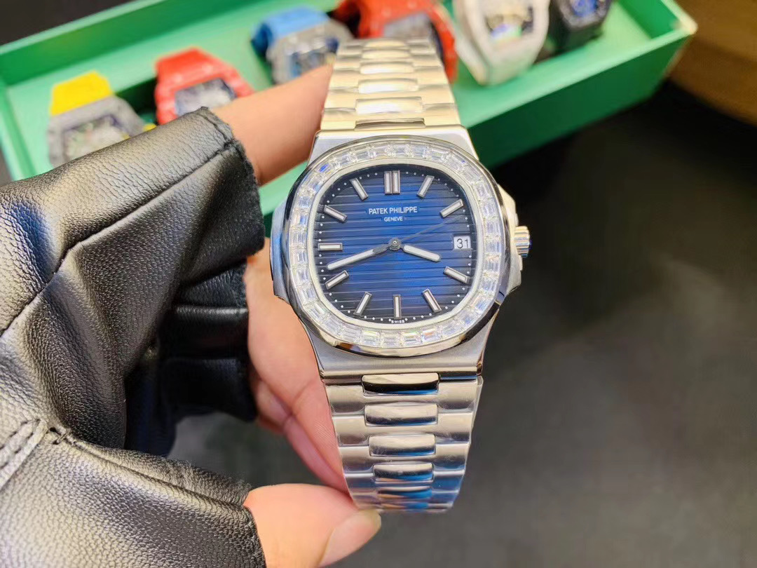 The Ultimate Comparison between Rolex Submariner and Rolex Datejust